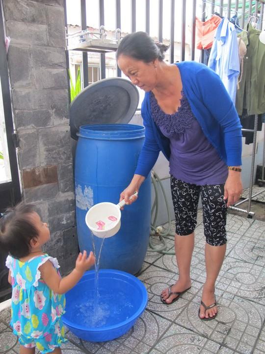 Nhiều người dân ở huyện Hóc Môn, TP HCM còn sử dụng nước từ trạm bơm