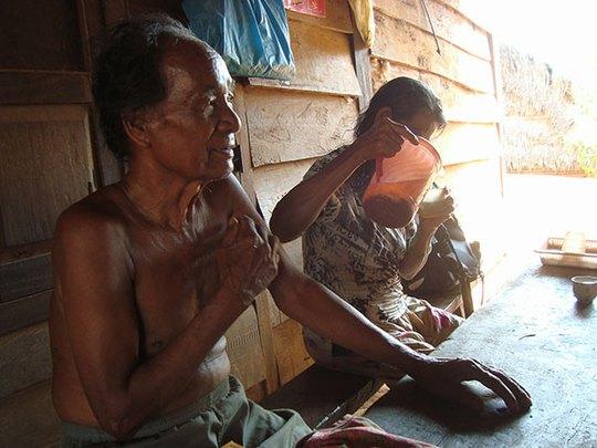 Già làng K'Khen (ở thôn 4, xã Phước Cát 2, huyện Cát Tiên) nói rằng ngày trước ông thường vào hang Thoát Y Vũ để bắt dơi
