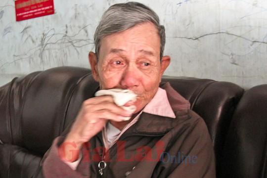 Ông nội của Hạ nghẹn ngào khi nhắc về tai nạn của cháu. Ảnh: Trần Dung
