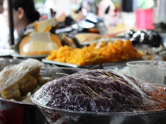 Xôi Xiên món ăn chỉ có ở Campuchia, nay xuất hiện tại chợ Lê Hồng Phong.
