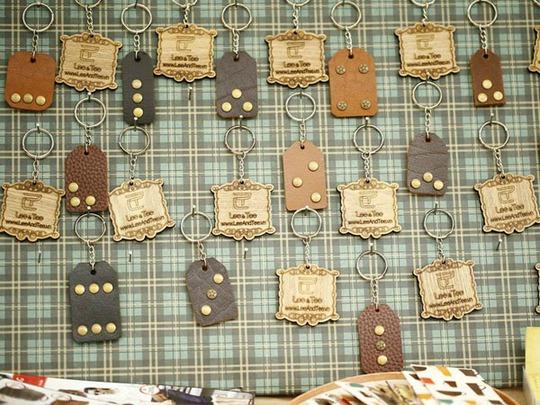 Móc khóa do các bạn trẻ làm bằng tay, bán với giá từ 10.000 – 30.000 đồng/chiếc.