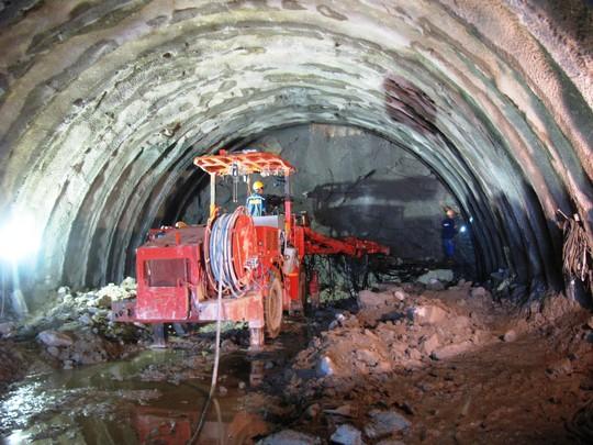 Thông hầm đèo Cổ Mã