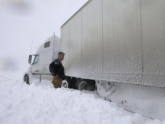 """""""Tuyết sấm sét"""" đóng băng 50 bang của Mỹ"""