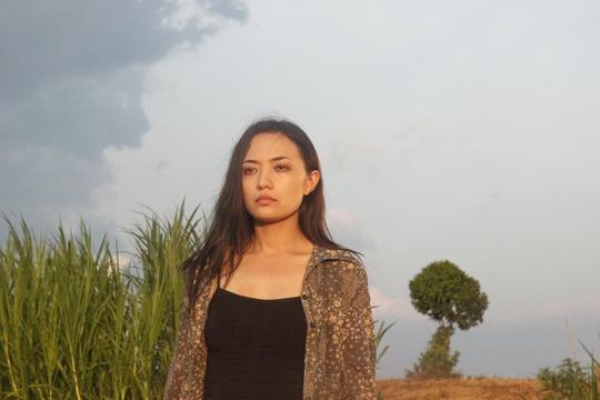 Phim kể về cuộc đời của cô gái bán hoa Ý Linh