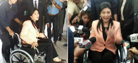 Nữ Thủ tướng Yingluck xuất hiện trên xe lăn. Ảnh: Post Today