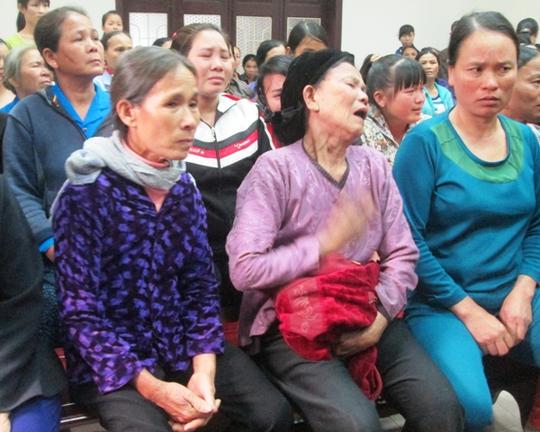 Nhiều người òa khóc tại tòa khi cho rằng chính người dân bên phía Hải Châu gây sựu đánh nhau trước nên mới xảy ra sự việc trên