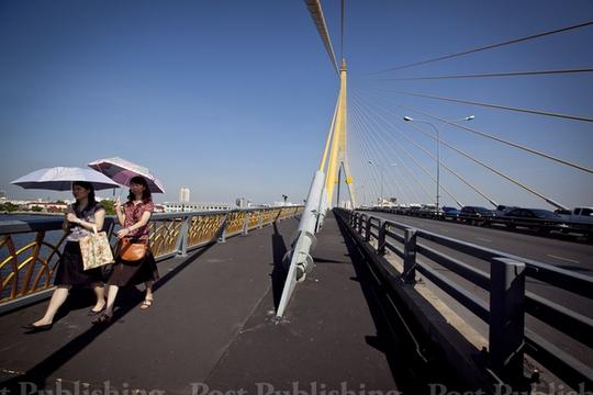 Một số tuyến đường ở Bangkok được mở cửa để người dân đi lại. Ảnh: Bangkok Post