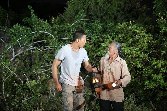 Nghệ sĩ Hữu Thành trong vai ông Mộc- một nhân vật góp phần làm nên thành công của phim Dấu chân du mục