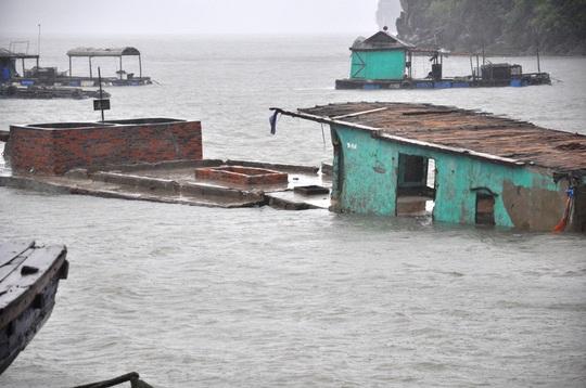 tàu, thuyền tại cảng Cái Rồng bị chìm