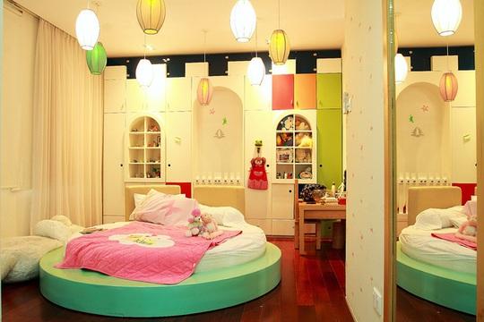 Không gian riêng của bé gái, sinh động và dễ thương.