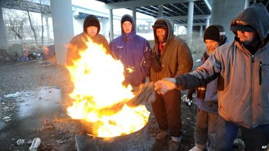 Đốt lửa để xua tan cái lạnh tê buốt