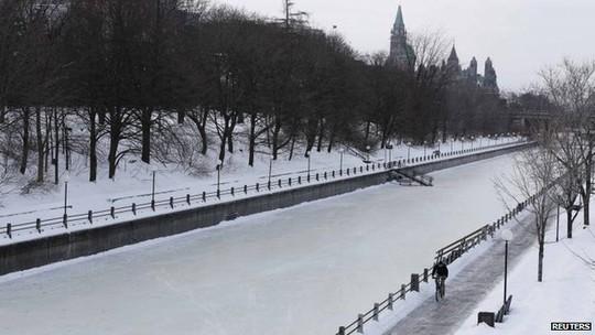 Đường đóng băng hơn 60 cm