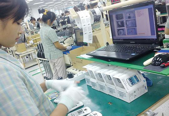 Sản xuất điện thoại di động tại Khu tổ hợp công nghệ cao Samsung Electronics Việt Nam (SEV) - Yên Phong, Bắc Ninh - Ảnh: T.V.N.
