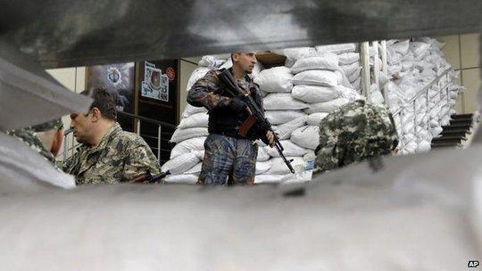 Các chiến binh ủng hộ Nga ở Donetsk