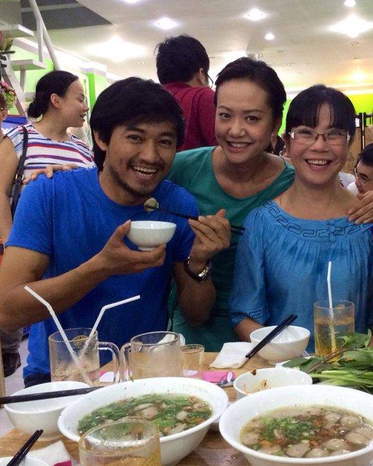 Hồng Ánh, Qúy Bình, Ánh Tuyết đến chúc mừng Bình Minh mở quán