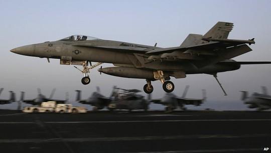 Máy bay Mỹ không kích IS ở Iraq và Syria