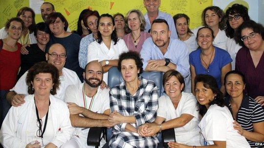 Teresa Romeo và các nhân viên bệnh viện