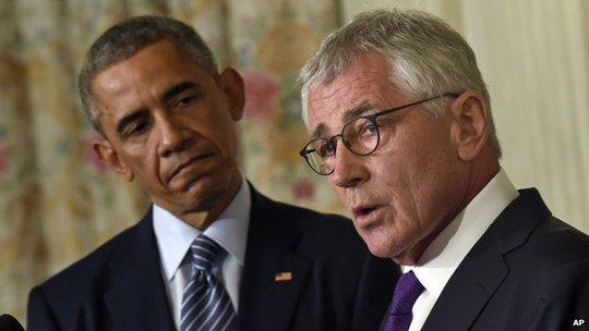 Ông Chuck Hagel (phải) đã là Bộ trưởng quốc phòng của ông Obama trong 2 năm qua.