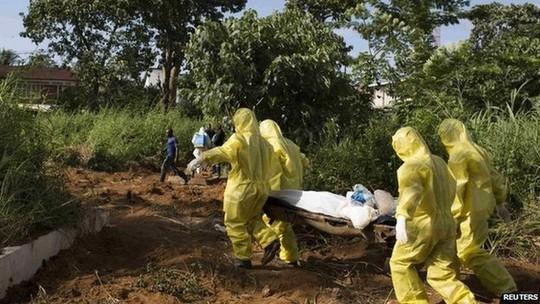 Các nhân viên y tế lo ngại rằng nhiều ca nhiễm Ebola ở Kono đến nay vẫn chưa được báo cáo. Ảnh: Reuters