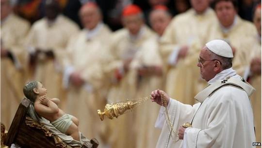 Giáo hoàng chủ trì buổi lễ Giáng sinh. Ảnh: EPA
