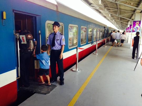 Hành khách đi tàu cảm thấy tiện nghi, an toàn hơn vì hệ thống ke và mái che ở ga Sài Gòn