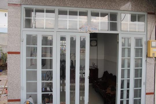 Theo báo cáo giám định, căn nhà của 3 hộ dân trên bị nghiêng 15 độ.