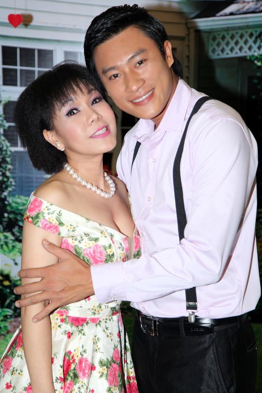 Việt Hương và Đông Dương trong buổi ra mắt phim