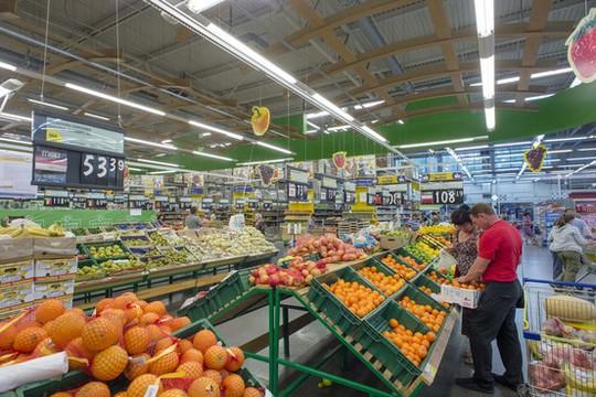 Một siêu thị ở Novosibirsk, phía Đông Moscow, hôm 7-8. Ảnh: AP