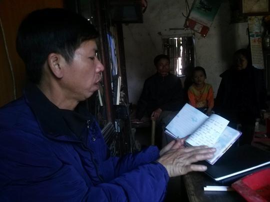 Ông Chấn mở cuốn nhật ký của con gái ra xem. Cô con gái này đã đi xuất khẩu lao động kiếm tiền kêu oan cho bố. Năm nay cô không kịp về để chung vui tết này