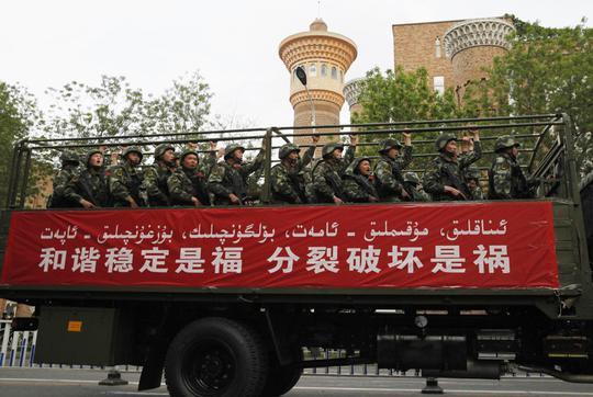 Cảnh sát Trung Quốc quyết tâm chống khủng bố. Ảnh: Reuters