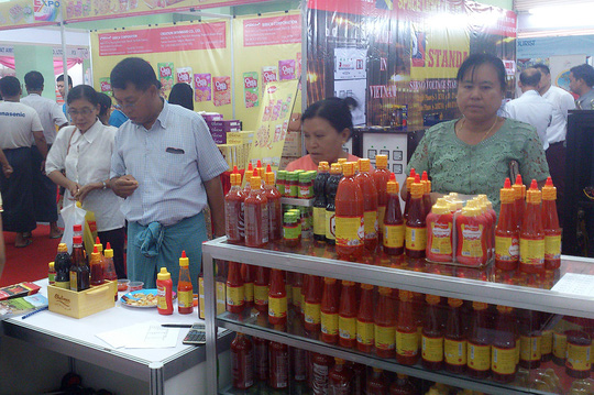 Hội chợ thu hút nhiều người tiêu dùng Myanmar