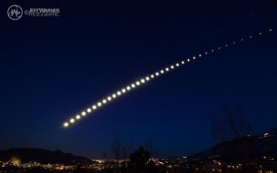Nhiếp ảnh gia thiên văn Jeff Warner chụp hình ảnh liên hoàn của trăng máu trông như vệt sao băng. Ảnh: Space.com