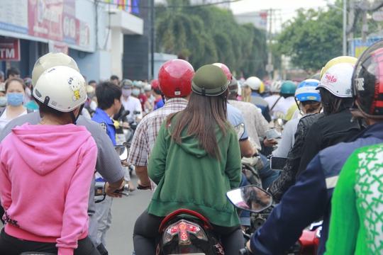 Thí sinh bị kẹt ở đường Nguyễn Kiệm
