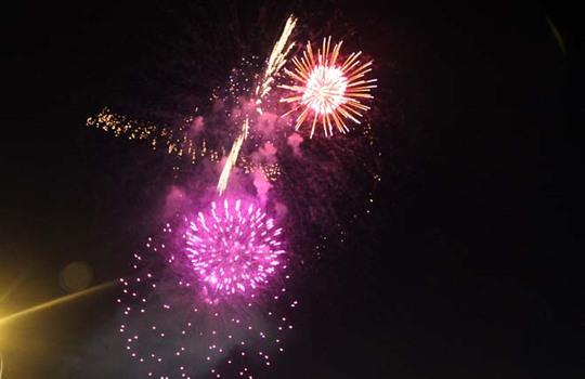 Người Sài Gòn hân hoan ngắm pháo hoa mừng Quốc khánh