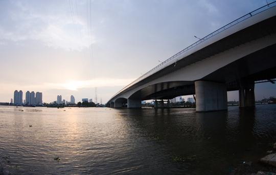 Cầu Sài Gòn 2 được khánh thành vào ngày 15-10-2013, tổng vốn đầu 1.495,5 tỷ đồng.
