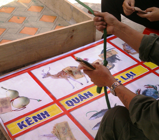 Tôm cua cá là trò chơi được nhiều người mê chơi nhất.