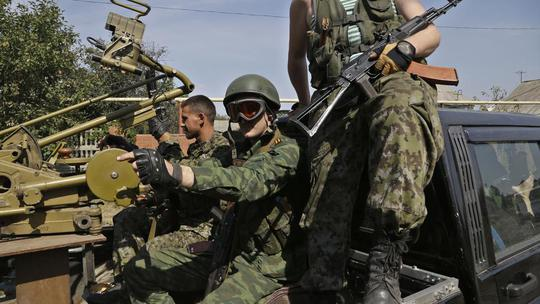 Phiến quân thân Nga ở Ukraine. Ảnh: AP