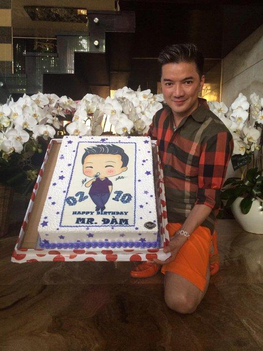 Một số bánh sinh nhật khác của nam ca sĩ này