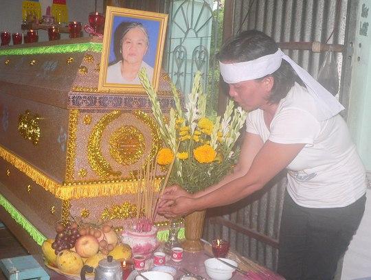 Đám tang bà Nguyễn Thị Nên, người bị cháu ngoại giết.