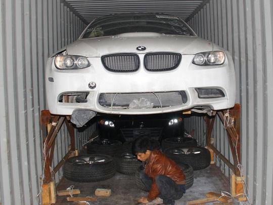 ... BMW thể thao 2 cửa...