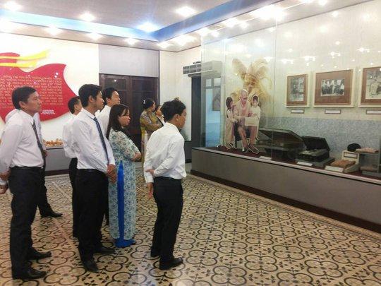 Cán bộ chuyên trách LĐLĐ huyện Củ Chi, TP HCM, tham quan Bảo tàng Tôn Đức Thắng