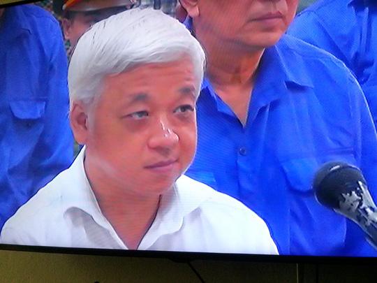 Nguyễn Đức Kiên nghe tòa tuyên án sáng 9-6 - Ảnh chụp qua màn hình