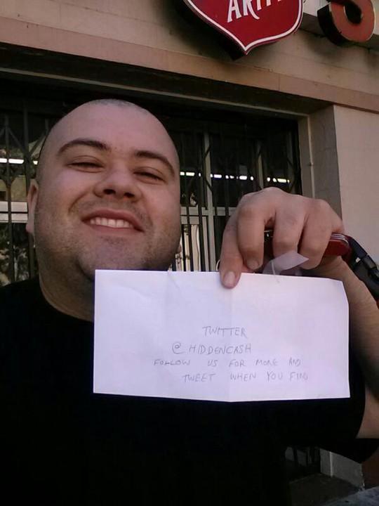 Một người tìm thấy 100 USD chia sẻ trên trang cá nhân. Ảnh: Hidden Cash
