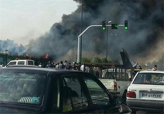 Chiếc máy bay rơi ngay khi vừa cất cánh. Ảnh: RT