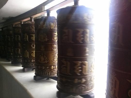Phật tử quan niệm nếu quay hết số Kim luân trong Đại Bảo Tháp thì sẽ gặp nhiều may mắn