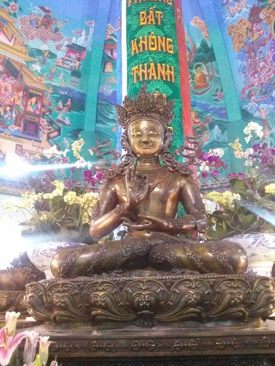 1 trong 5 pho tượng Ngũ Trí Phật