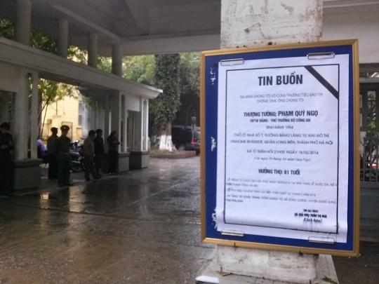 Cáo phó tại cổng nhà tang lễ quốc gia