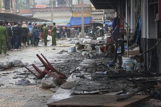 Khung cảnh tan hoang của chợ phố Hiến trong sáng 20-3 sau vụ cháy
