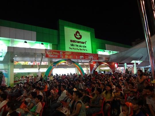 Tưng bừng mua sắm, giao lưu văn nghệ tại Siêu thị Sài Gòn