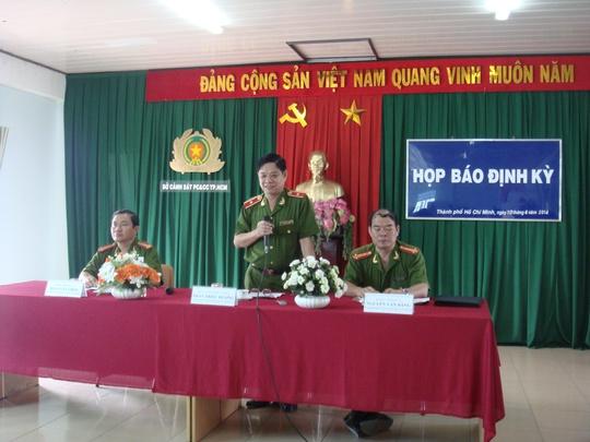 Thiếu tướng Trần Triều Dương, Giám đốc Sở Cảnh sát PCCC TP HCM, phát biểu tại buổi họp báo định kỳ theo quy định vào chiều 10-4.